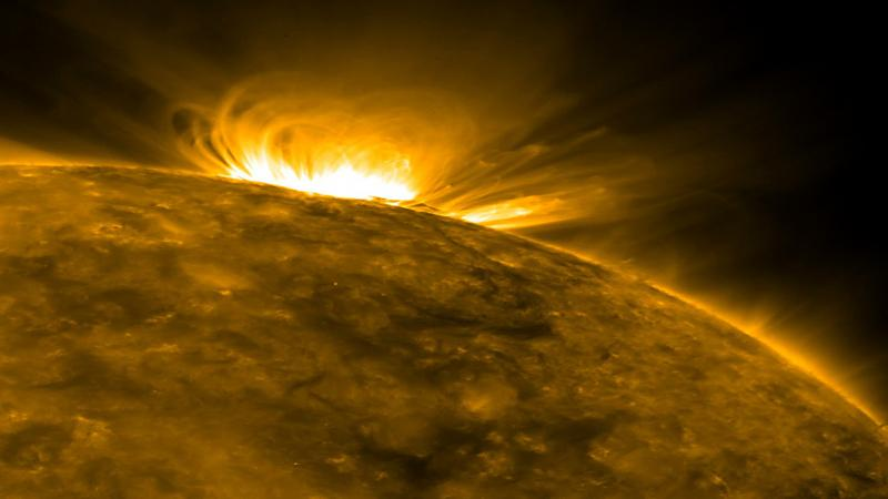 Radio-images of the Sun explains the anomaly in its atmospheric temperature