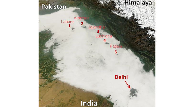 Photo : Satellite imagery of fog holes over India and Pakistan with extensive holes seen over Delhi and several cities throughout the Indo-Gangetic Plains, from NASA's MODIS sensor on 30 January 2014 at ~10:30 a.m. local time.