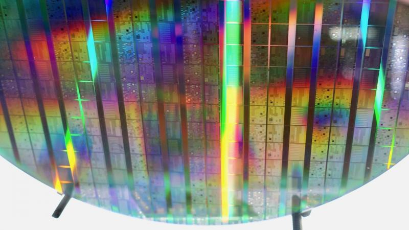 A new approach to quantum information processing at room temperatures