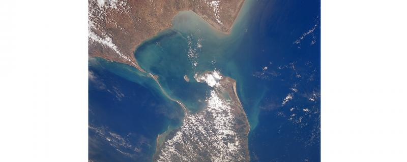 Image : https://en.wikipedia.org/wiki/Adam%27s_Bridge#/media/File:AdamsBridge02-NASA.jpg