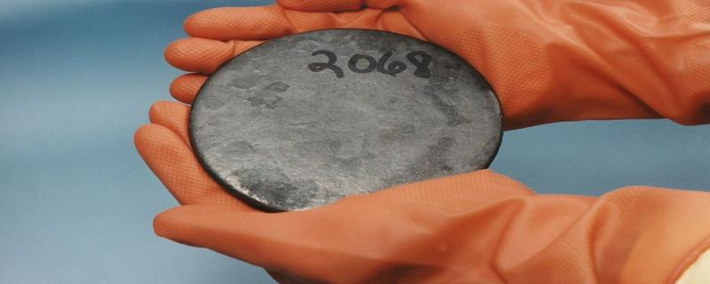 Researchers have explained how the electronic and thermal properties of uranium are linked